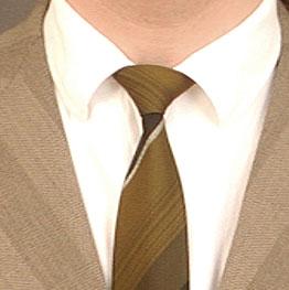 Der Ton macht die Musik und der Stoff den Anzug, deshalb kommt es Christian auf das Taschentuch an.